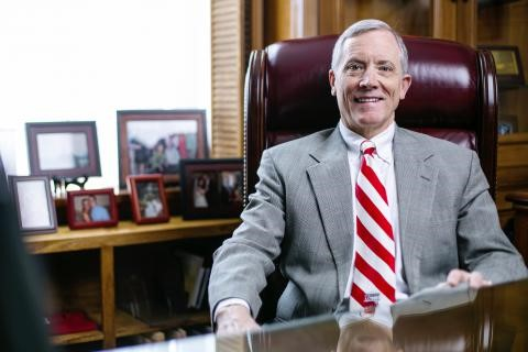 西阿拉巴马大学校长塔克被州长任命为STEM委员会委员